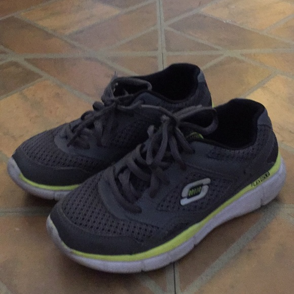 noir skechers trainers kids size 1